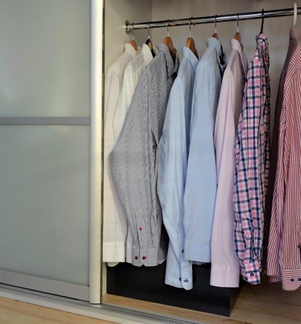 sejf poziomy w szafie ubraniowej